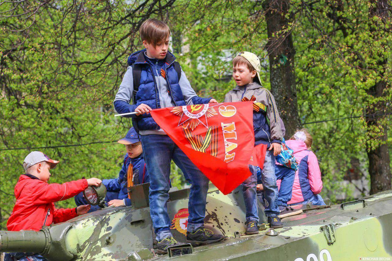 Ярославль. На боевой машине десанта