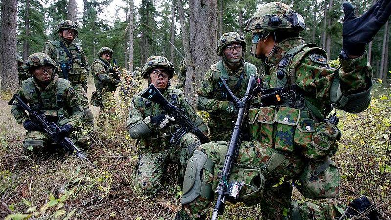 Японские десантники отрабатывают захват островов