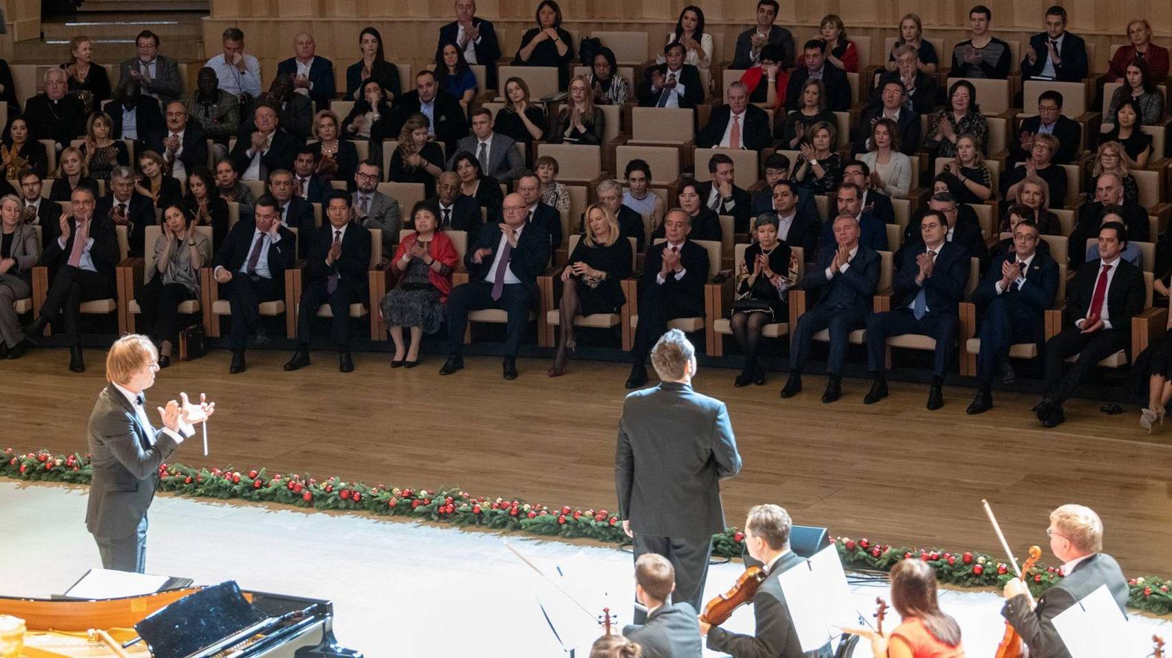 Прием в честь дипломатического корпуса