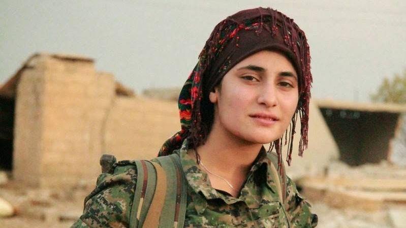 Курдская военнослужащая