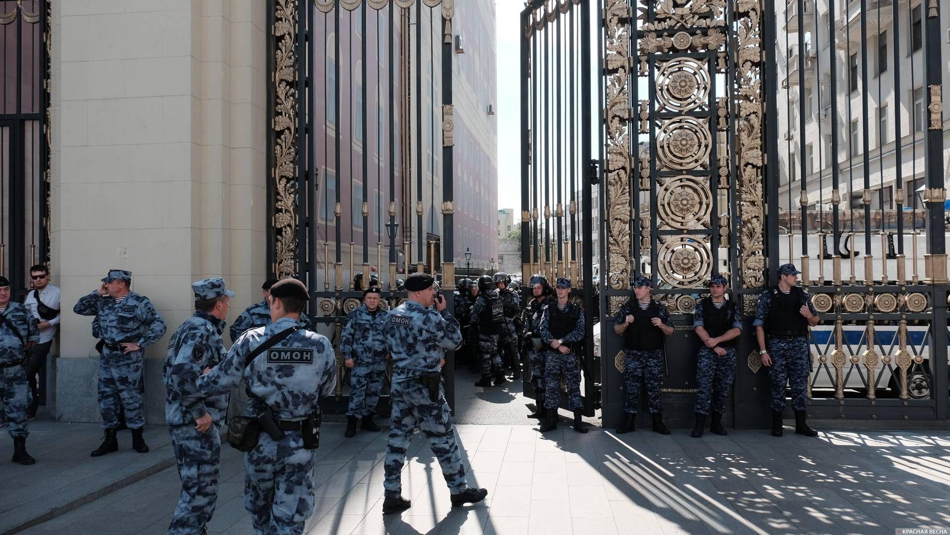 «В ожидании протеста»