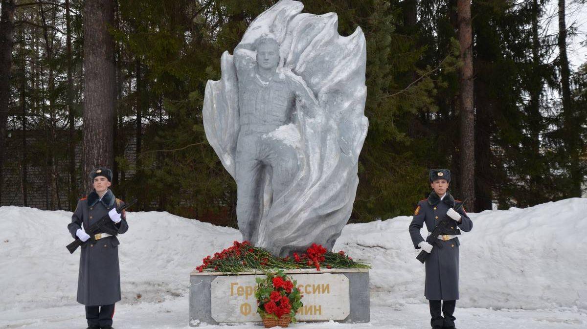 Памятник Федору Кузьмину