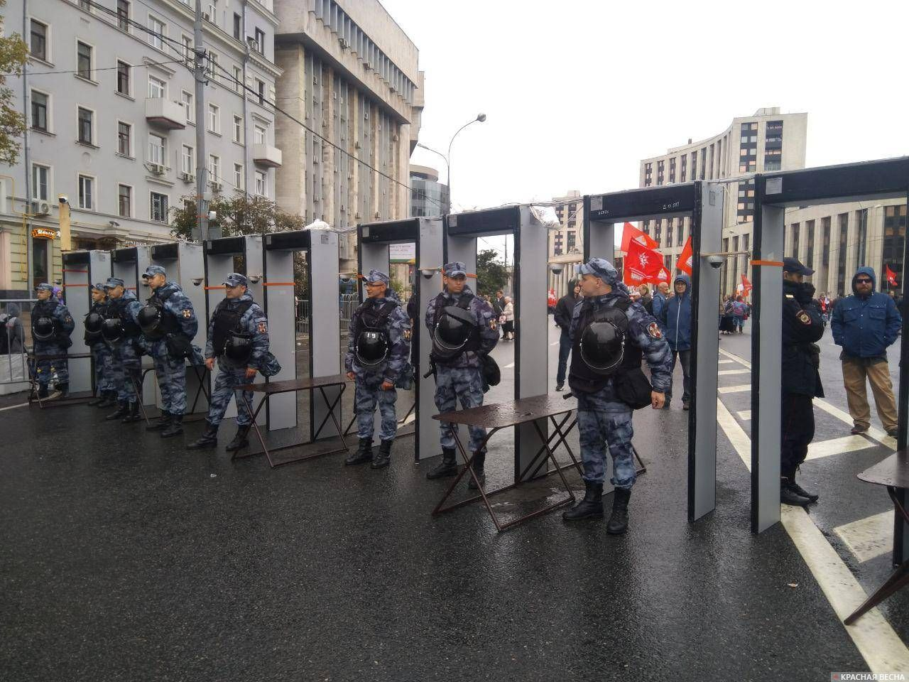 Подготовка к митингу КПРФ на проспекте Сахарова