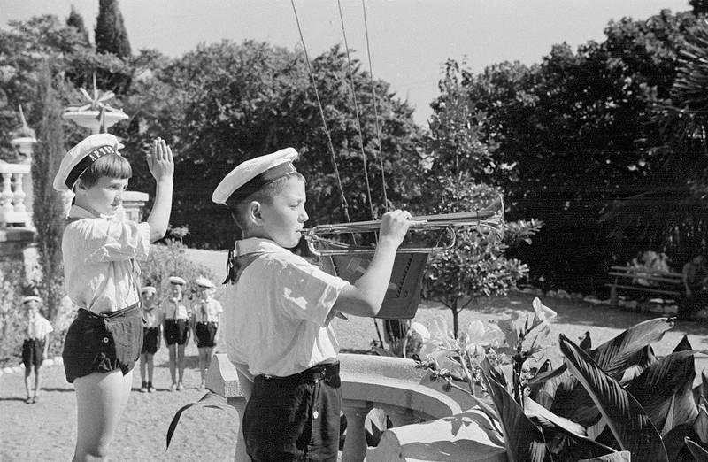 Семён Фридлянд. Дети в пионерском лагере Артек