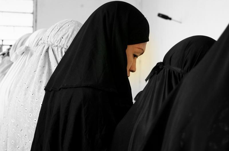 Женщины в хиджабе, автор: agoolapulapu, лицензия: CC BY 2.0