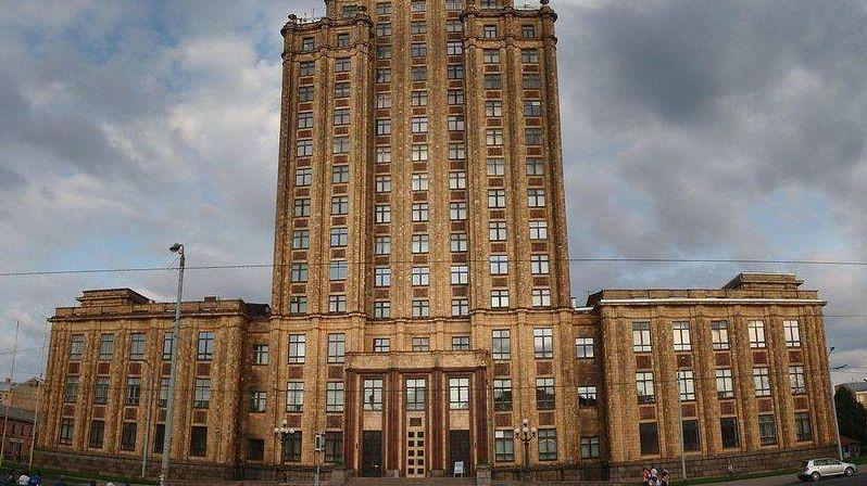 Здание Академии наук в Риге. Латвия