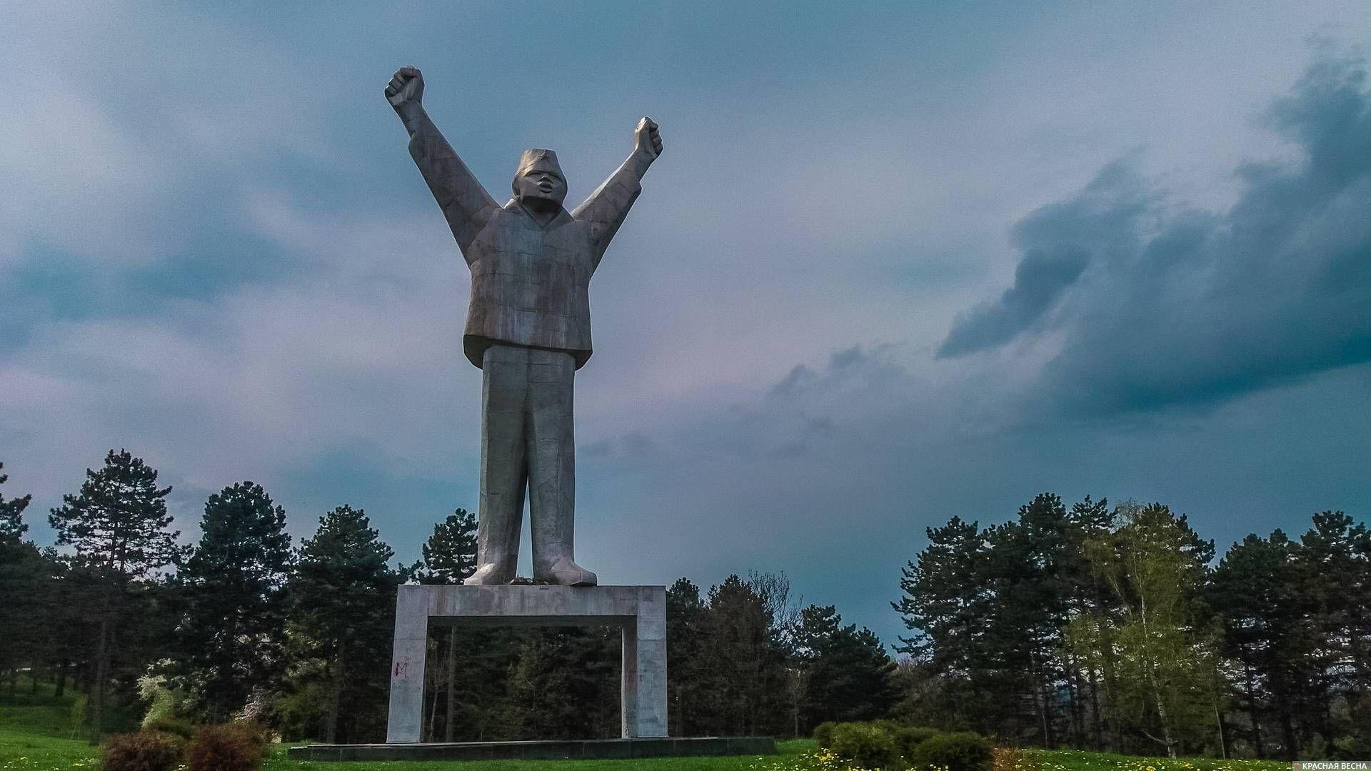 Памятник партизану Степану Филиповичу. Валево. Сербия.