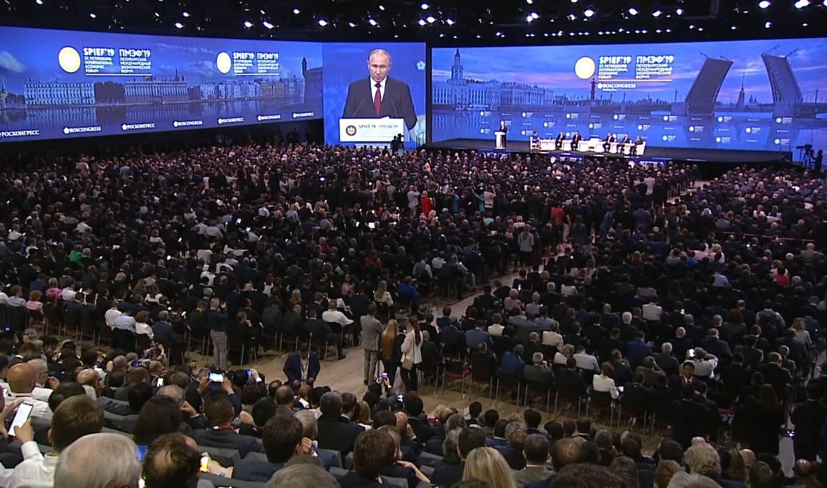 Пленарное заседание ПМЭФ. Путин - о пагубности