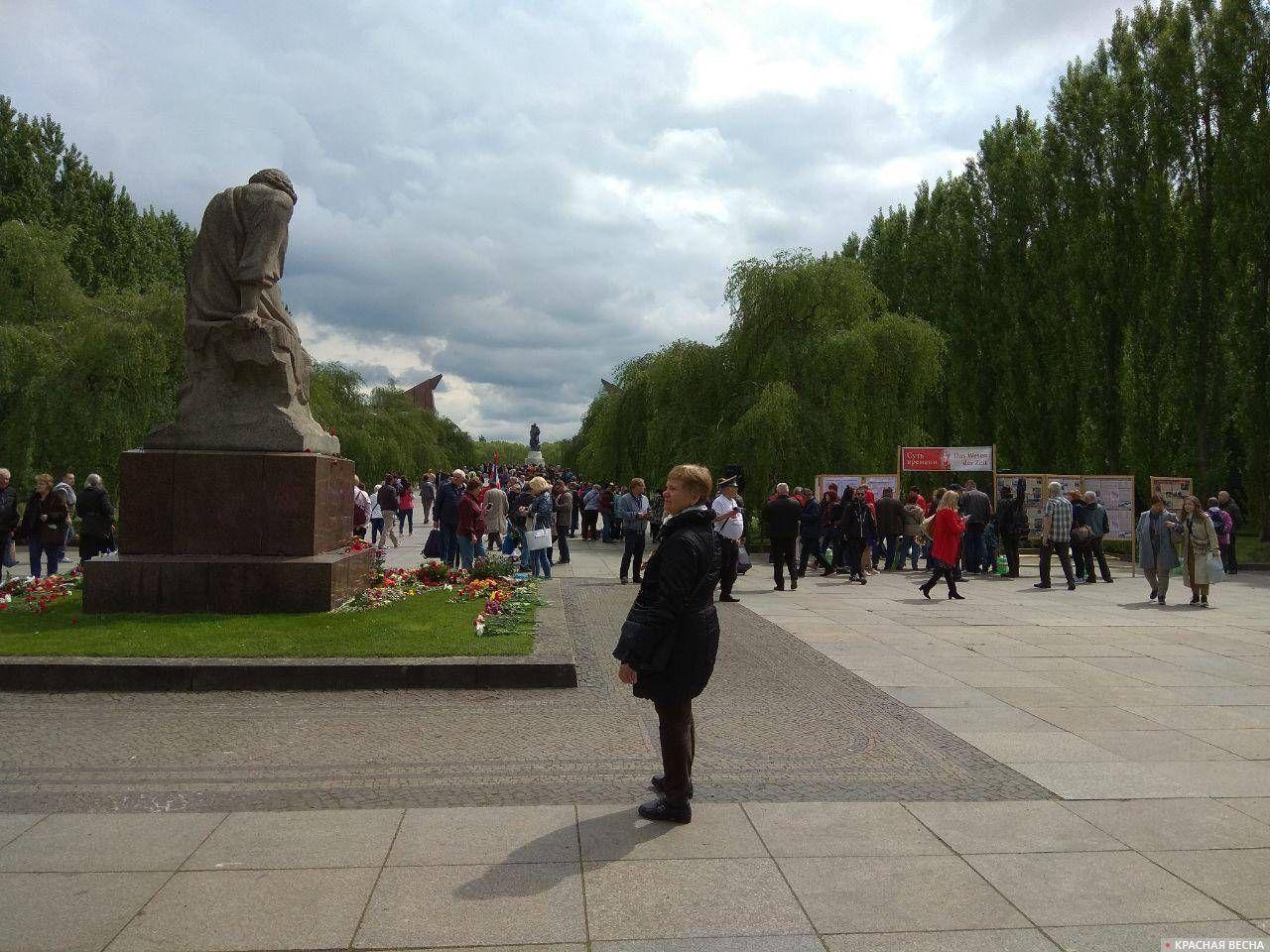 Берлин. Празднования в Трептов-парке
