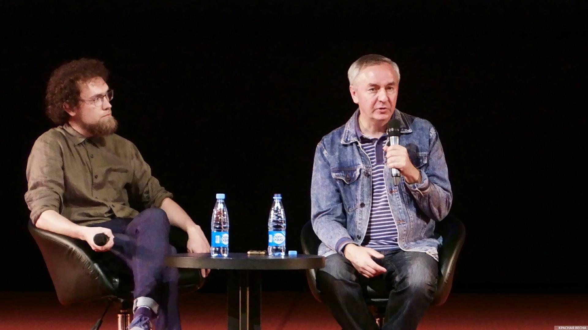 Николай Изволов (справа)