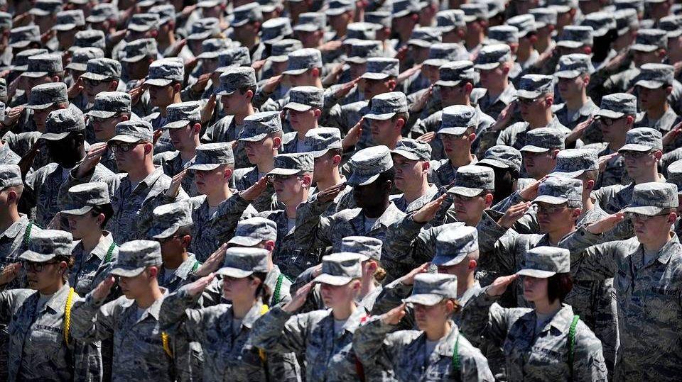 Пентагон может сократить десятки тыс. военных