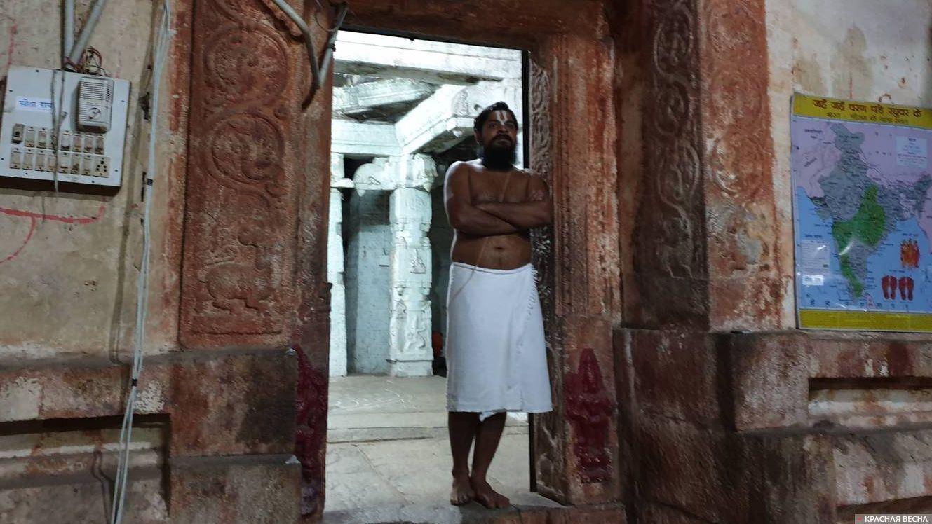 Брахман. Индия, Штат Карнатака, Хампи. 05.02.2019