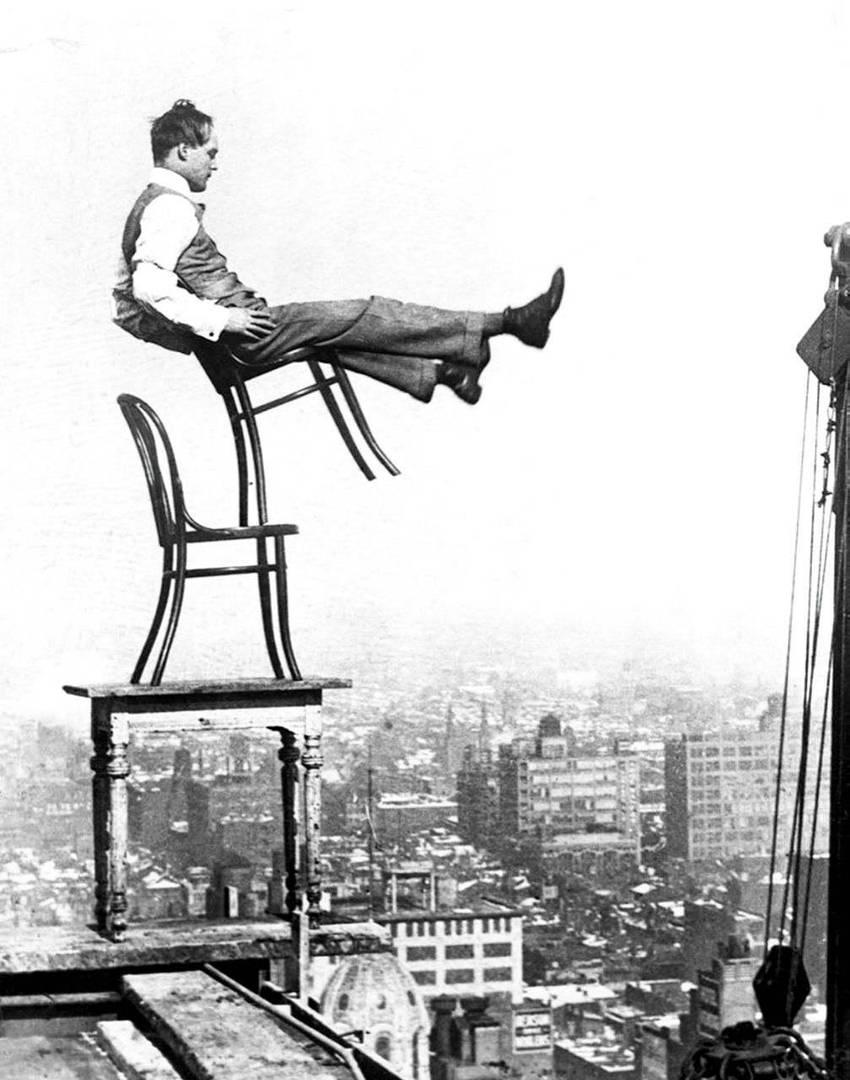 Баланс на краю 20-ти этажного здания, Нью-Йорк, 1900 год