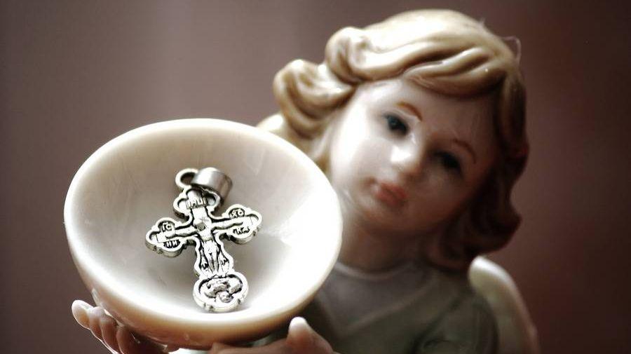 Фигурка ангела с крестиком