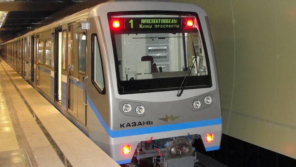 Поезд метро «Русич» на станции «Козья Слобода». Казанский метрополитен