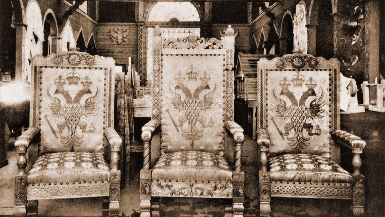 Царские кресла