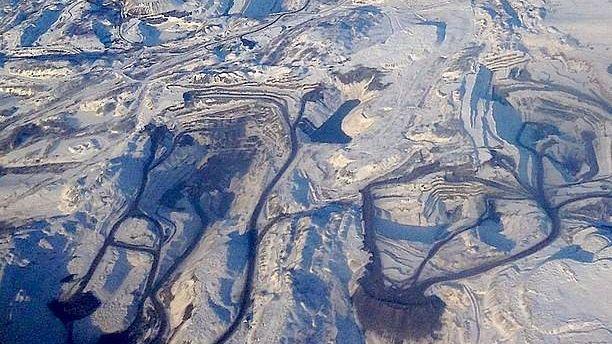 Угольный разрез с высоты полёта самолёта