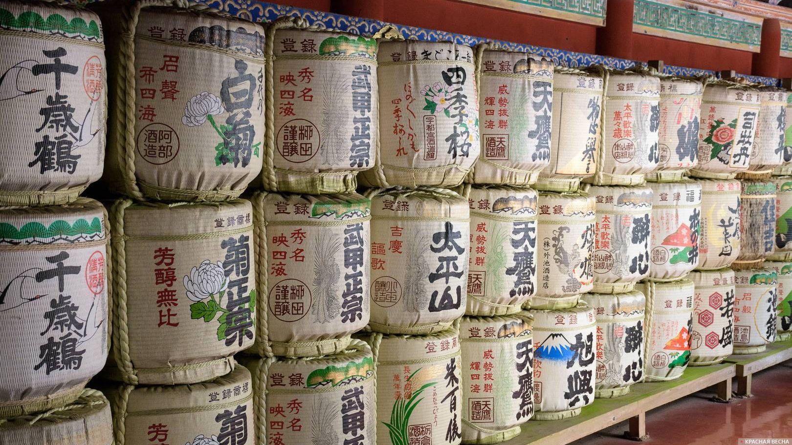 Комокабури - бочки с саке, храмовый комплекс Тосёгу, Никко, Япония 31.10.2016