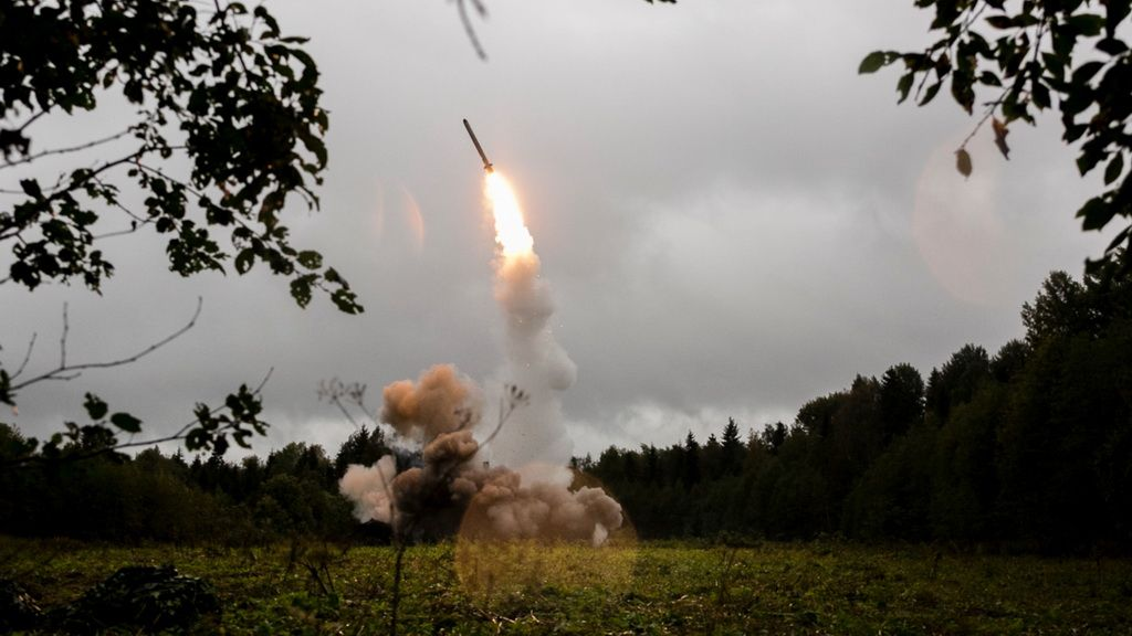 Пуск крылатой ракеты ОТРК «Искандер-М»