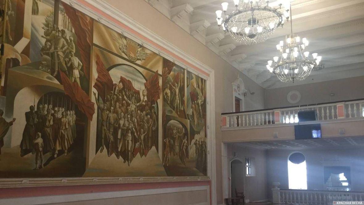 Монументальная роспись «Победа» в интерьере Брянского областного театра драмы имени А.К.Толстого