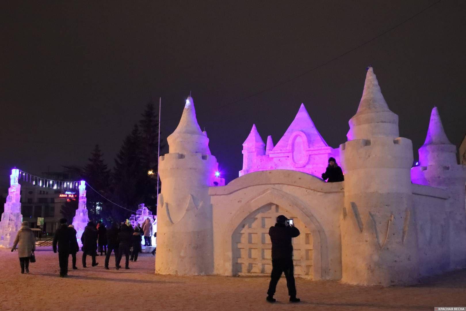 Снежный замок с подсветкой