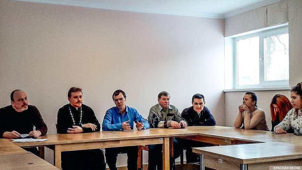 «Конференция о проблемах, порожденных пенсионной реформой. Удар по образованию» в воскресной школе села Ушаки, Ленобласть