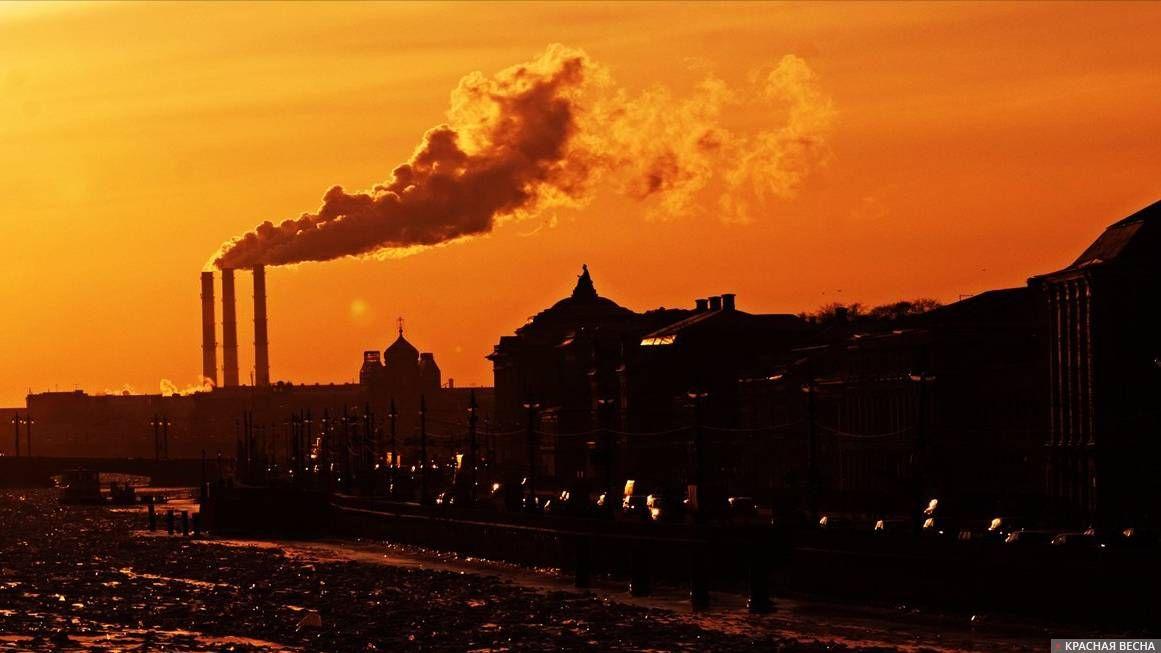 ВОмске из-за индустриальных выбросов выпал черный снег