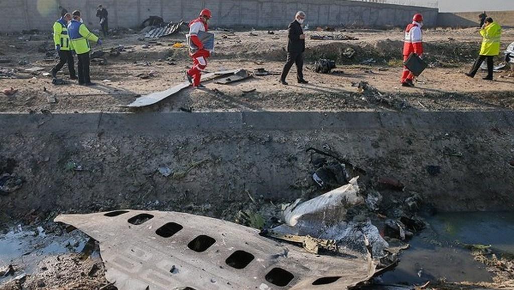 На месте крушения украинского самолета в Иране