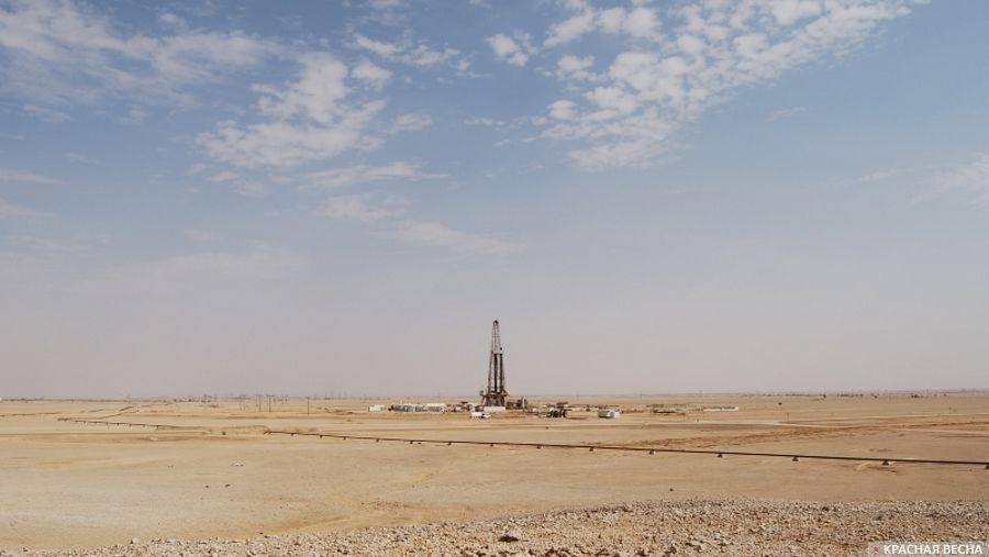Нефтяная скважина в пустыне