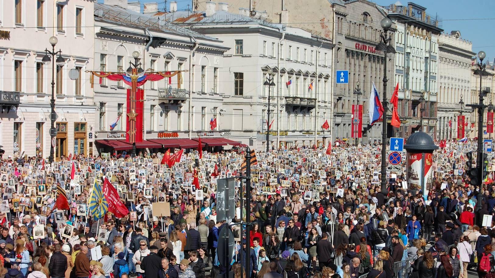 Прохождение «Бессмертного полка» в городе-герое Ленинграде
