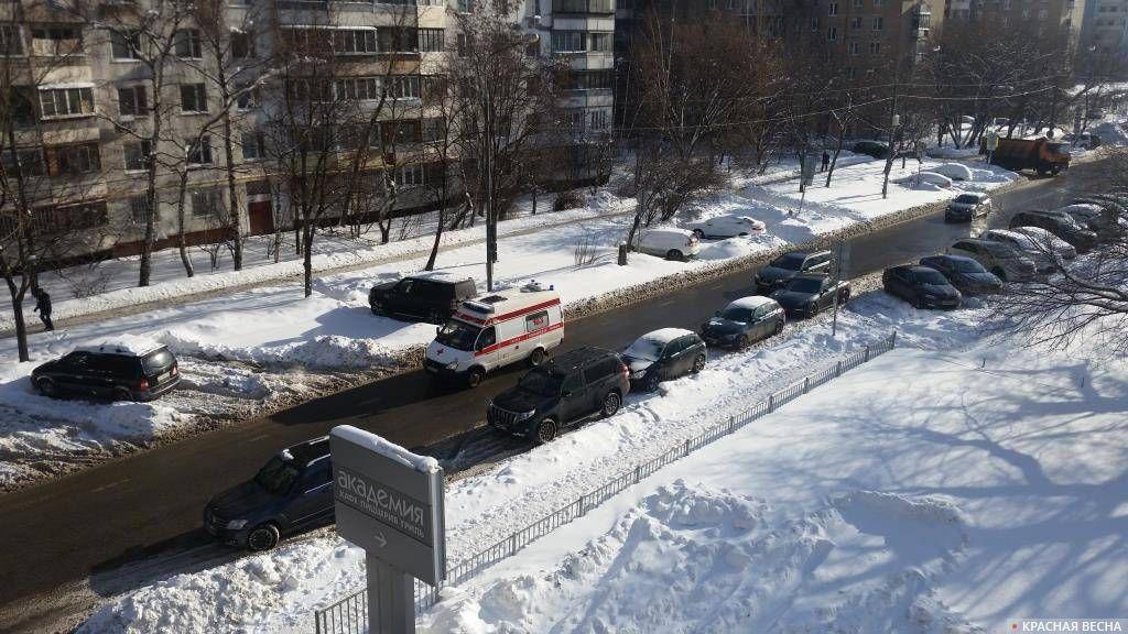 Неубранные тротуары и дороги после снегопада 3-4 февраля. Москва, 12.02.2018