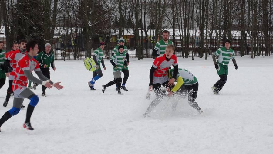 Межвузовсий турнир по регби-10 в Обнинске, команда «Стального Орла» в зеленом. 2016 год