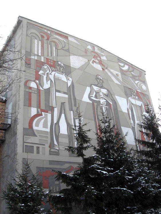 Барельеф на здании Дворца культуры горняков г. Губкина, 1970 г.