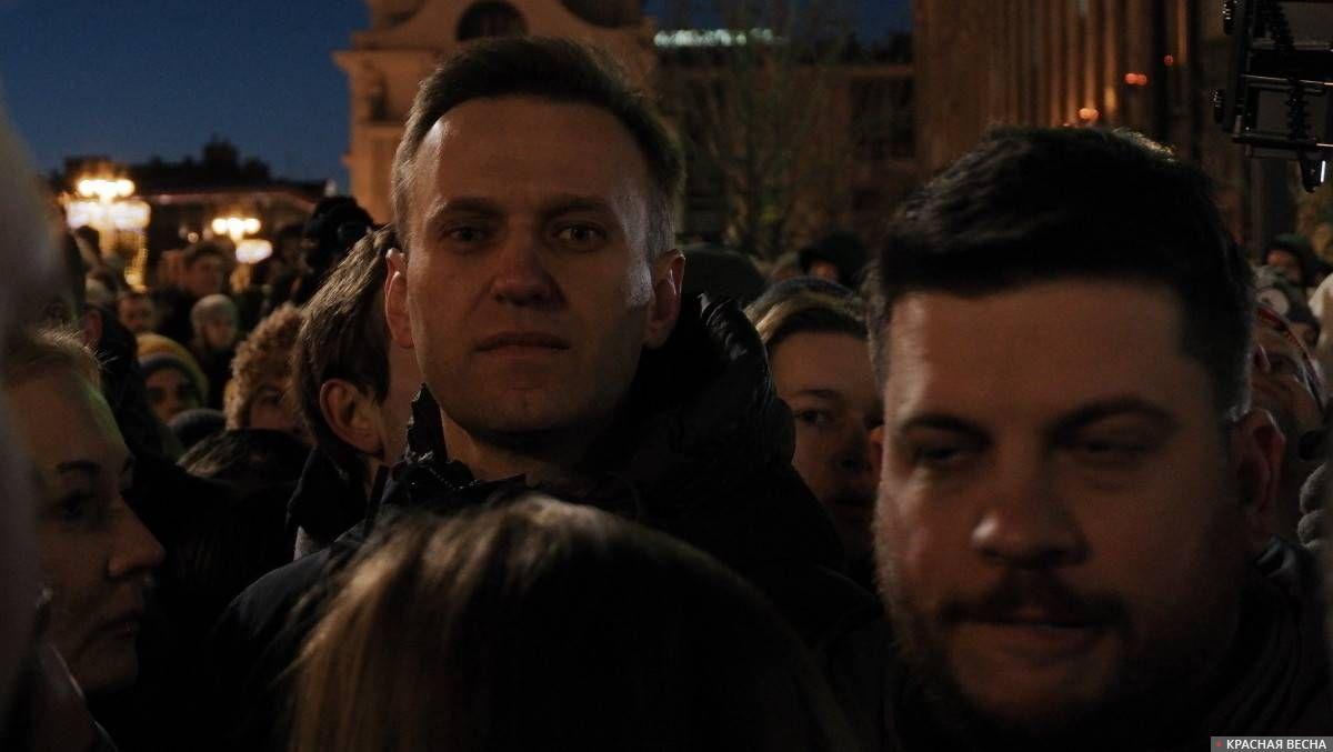 Алексей Навальный и Леонид Волков. Акция памяти погибших в Кемерово на Пушкинской площади