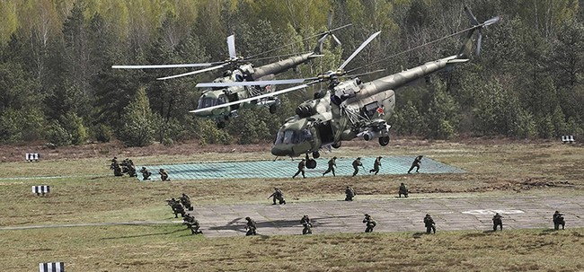 Десантники РФ успешно опробовали беспарашютное десантирование с вертолетов | ИА Красная Весна