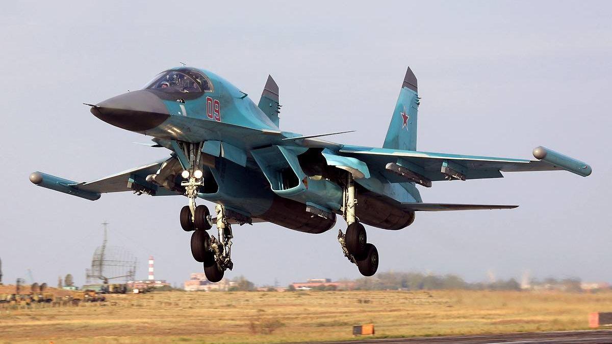 Су-34 с внешними модулями КРЭП «Хибины» на законцовках крыльев