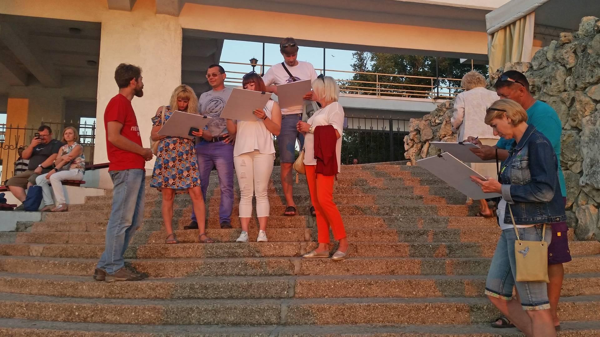 Сбор подписей против пенсионной реформы в Севастополе