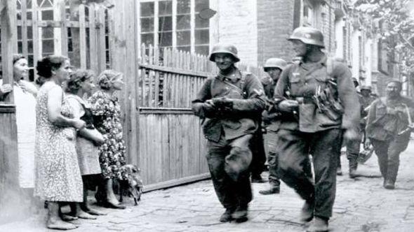 Солдаты немецко-фашистских войск на улицах Краснодара