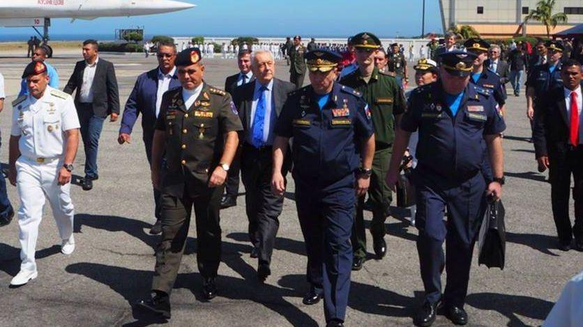 Военные представители России и Венесуэлы
