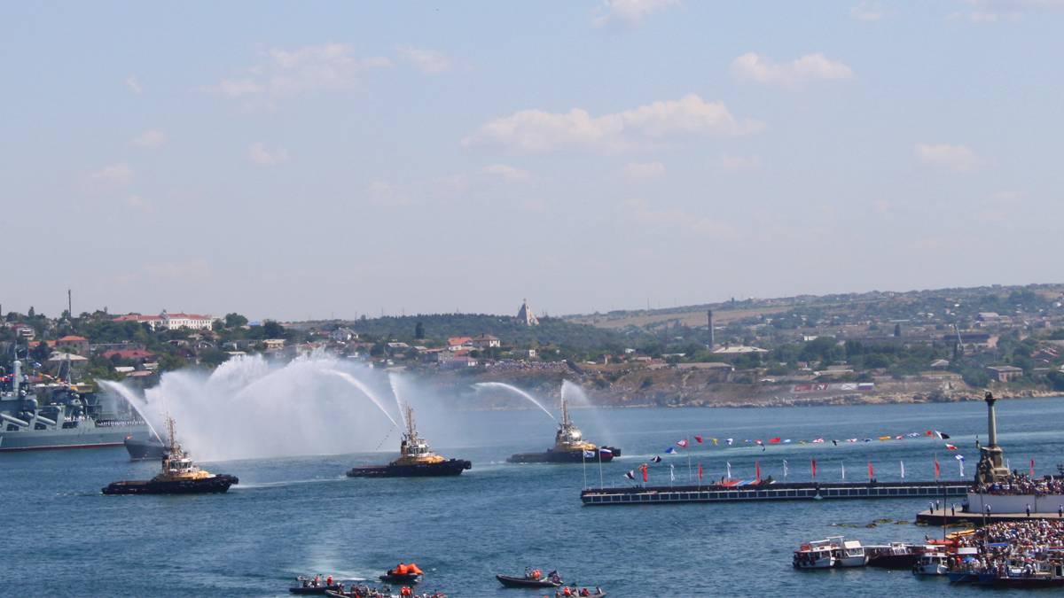 Танец пожарных катеров, парад ВМФ 28.07.2019 г. Севастополь