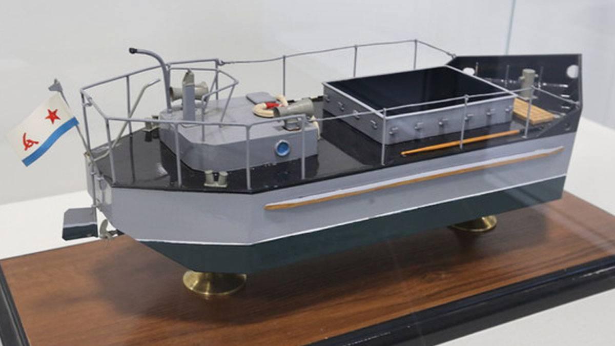 Модель тендера для перевозок по Ладожскому озеру 1942 года