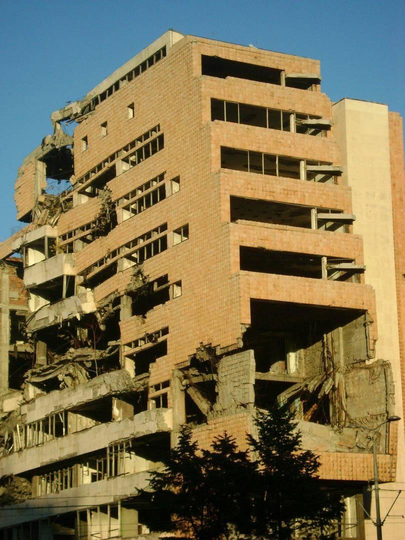 Разбомбленное в 1999 г. здание Министерства обороны Югославии