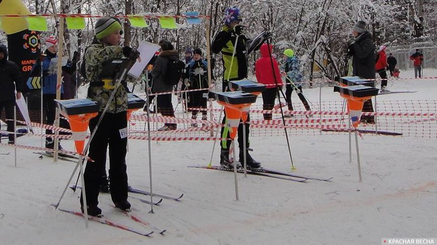 Сначала построение нитки маршрута, потом - начало движения. На старте Чемпионата и Первенства Москвы по спортивному ориентированию, лыжная гонка-спринт