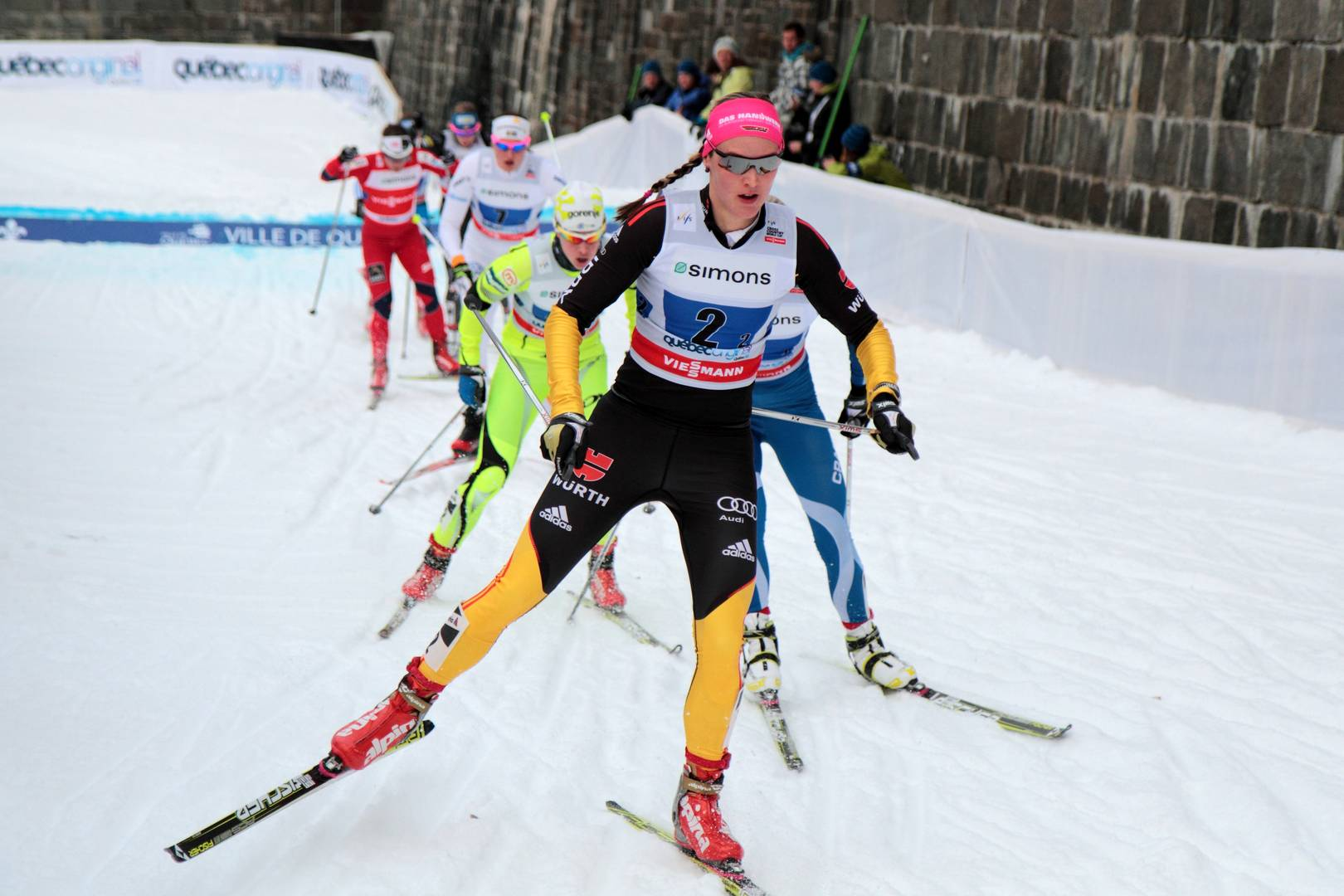 Дениз Херрманн в бытность лыжницей (на первом плане)