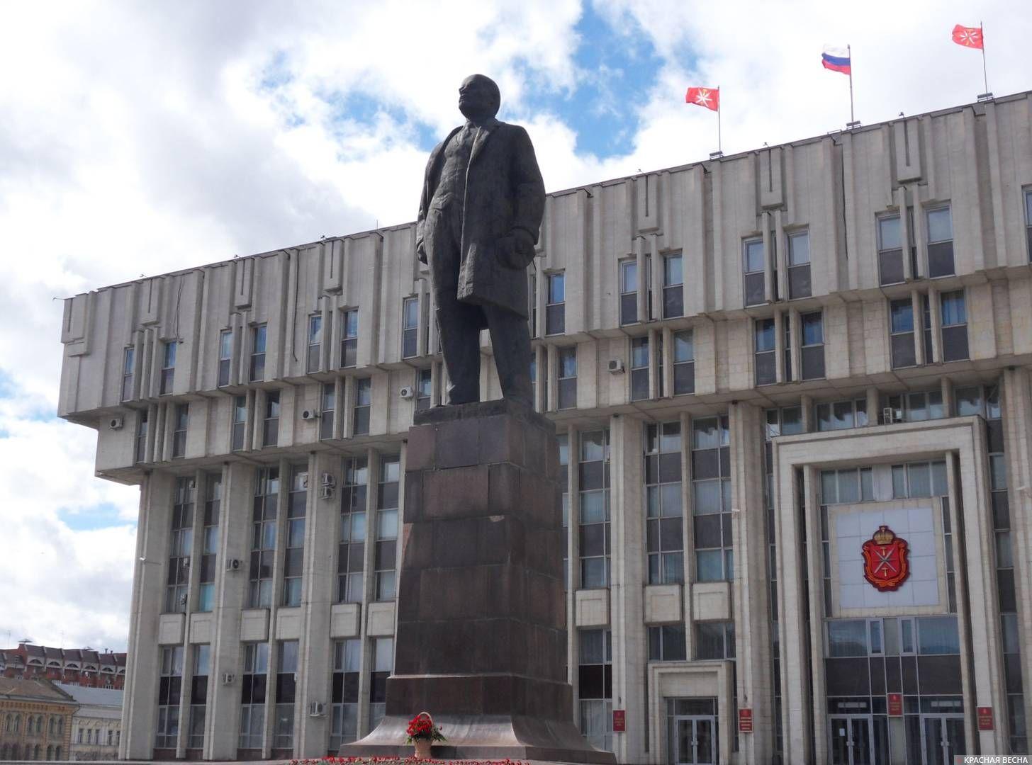 Тула. Памятник Ленину на центральной площади города - площади Ленина.