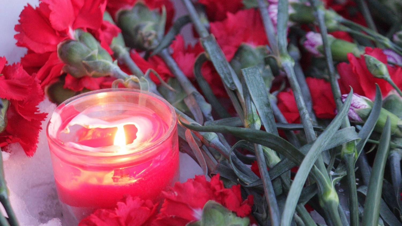 Снег цветы и свеча