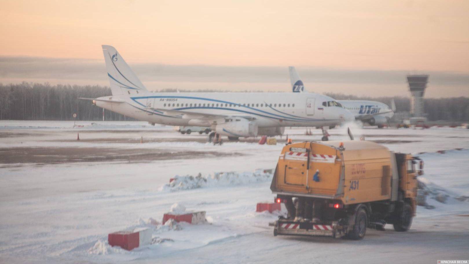 Сухой SuperJet 100-95LR в аэропорту Внуково, Москва