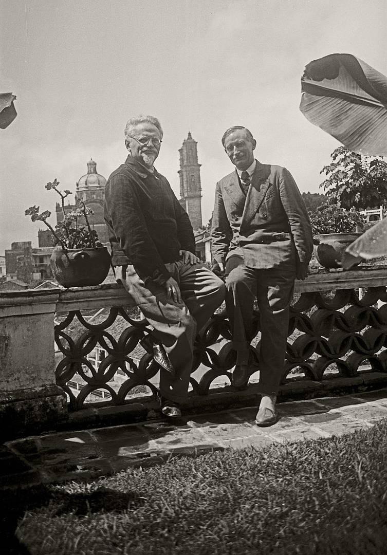 Альфред Росмер (справа) и Лев Троцкий