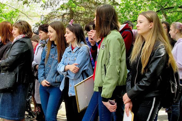 На открытии фестиваля директор областного дома писателей Виталии Молчанов