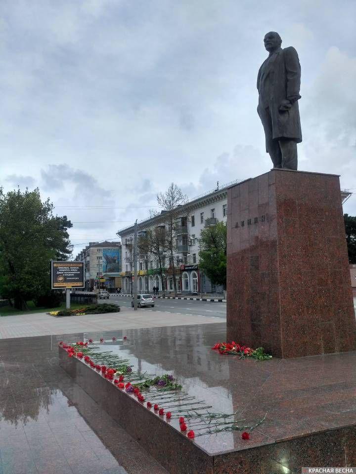 Памятник Ленину на ул. Советов в Новороссийске